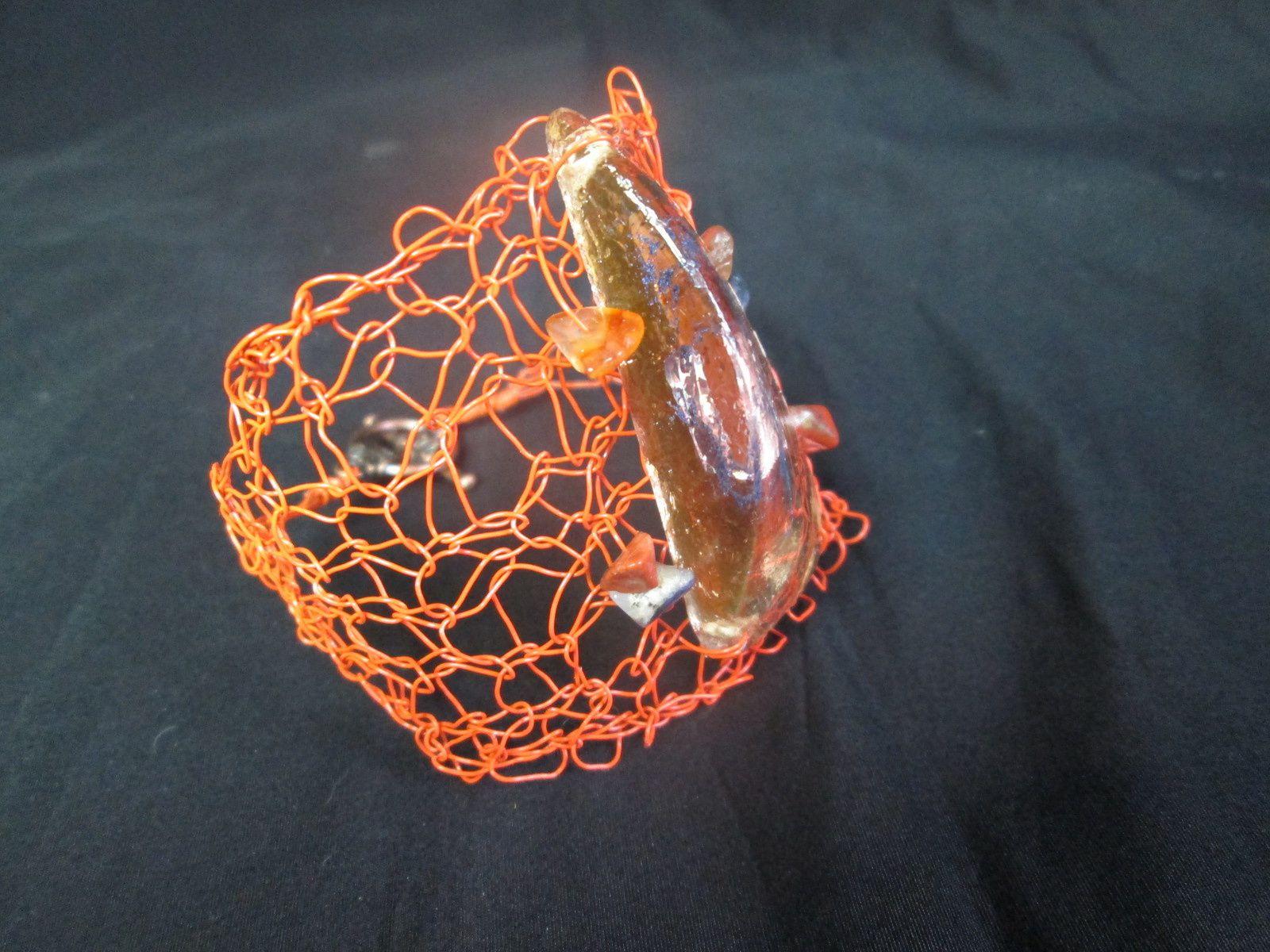 manchette orange-résine et pierres