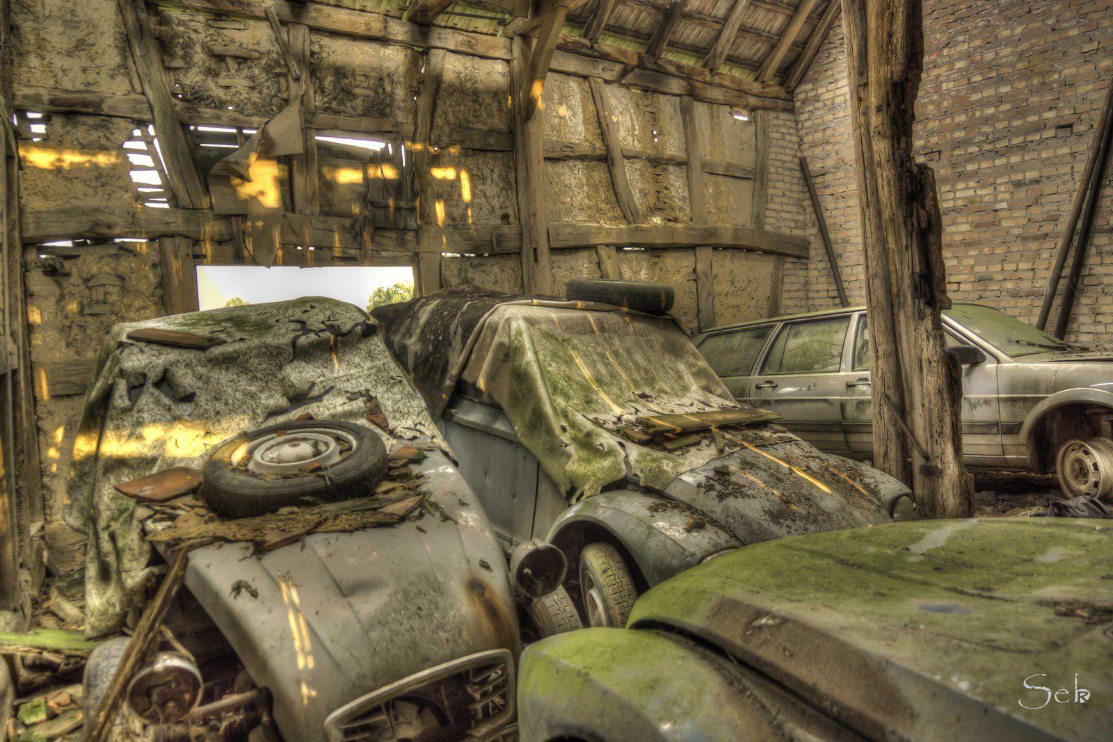 Urbex Alsace, la grange aux voitures.