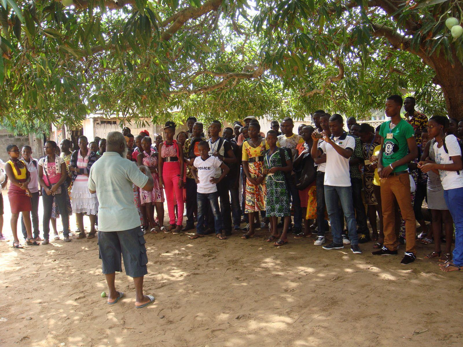 Sortie-découverte des jeunes du Club des Amis de Sichem à la Maison des Esclaves à Agbodrafo le 28 mars 2015.