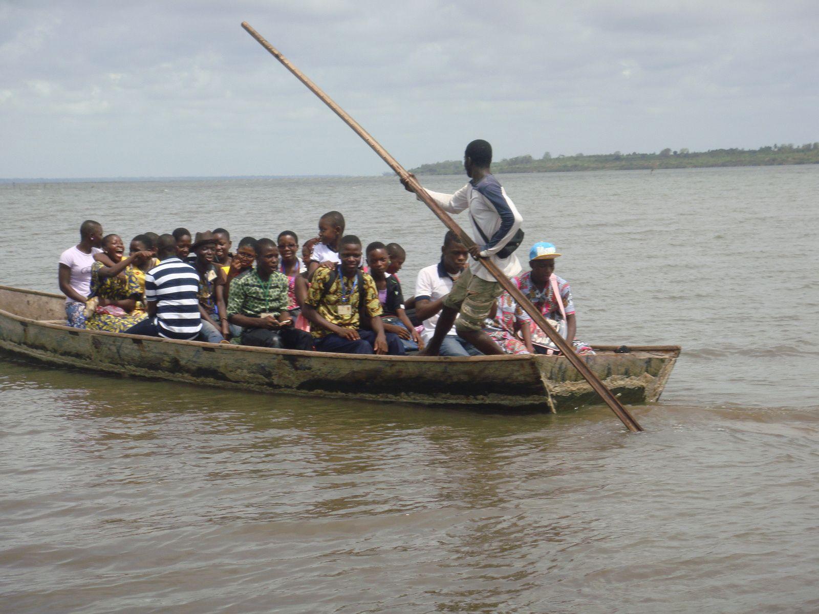 Bballade en pirogue sur le lac Togo.