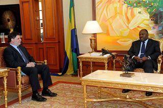 Jour J-5 L'ambassadeur le plus corrompu que les États-Unis aient connu est allé dire au revoir à son pote.