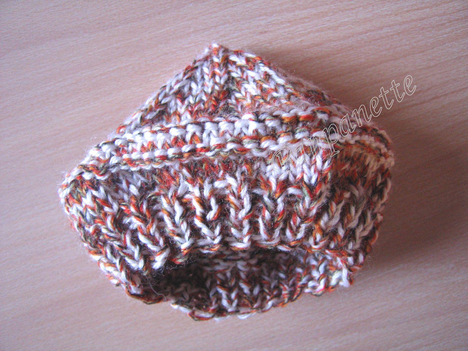 Béret bébé au tricot