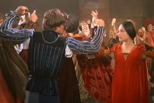 a comparison of the movie versions of romeo and juliet by baz luhrmann and franco zefferelli William shakespeare's star-crossed lovers in in baz luhrmann's and franco zeffirelli's film and leonard whiting in franco zeffirelli's romeo and juliet.