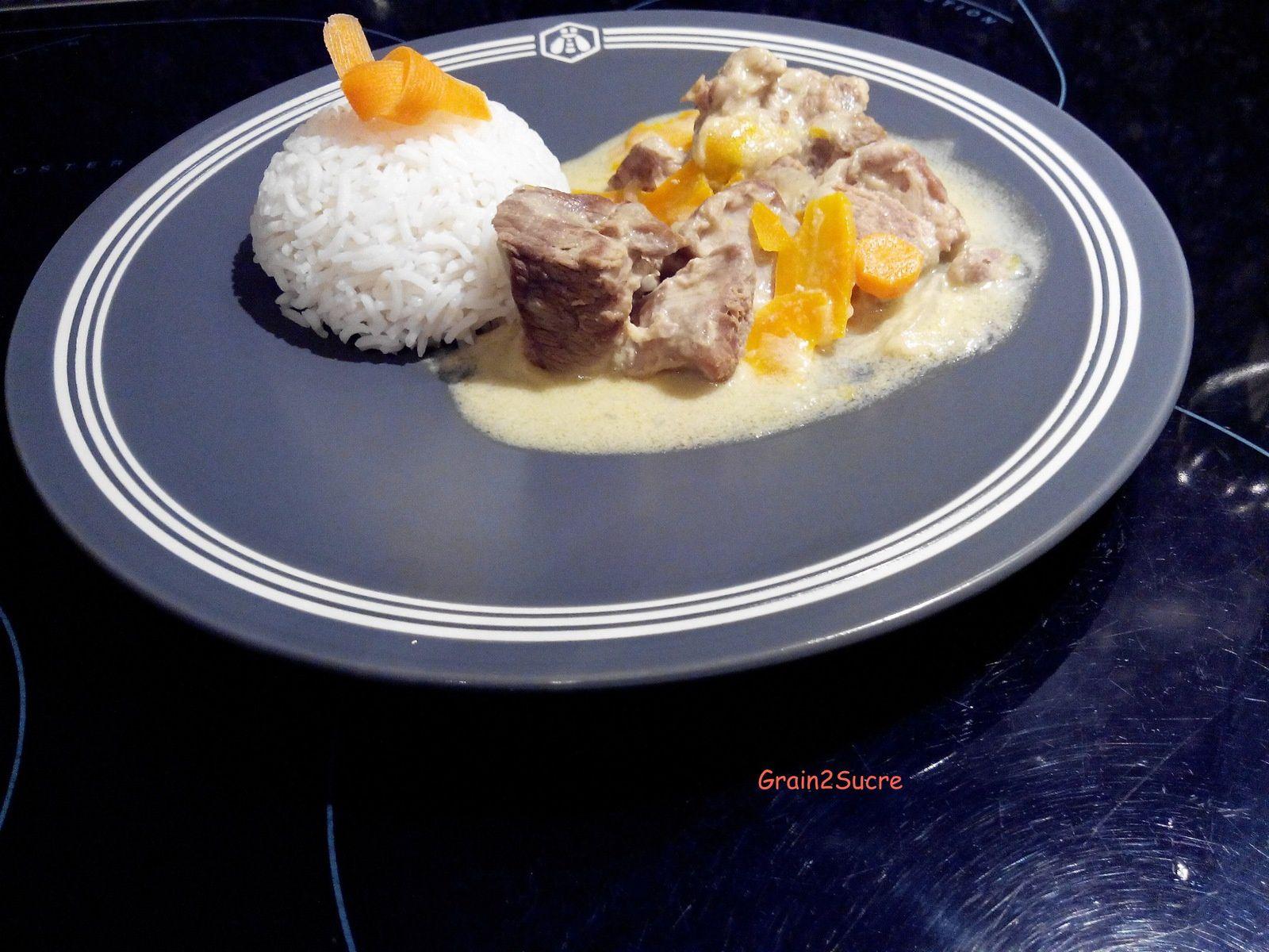 Grain2Sucre. Recette salée. Sauté de porc à la crème de moutarde. Sauté de porc, oignons, carottes, vin blanc, crème fraîche.
