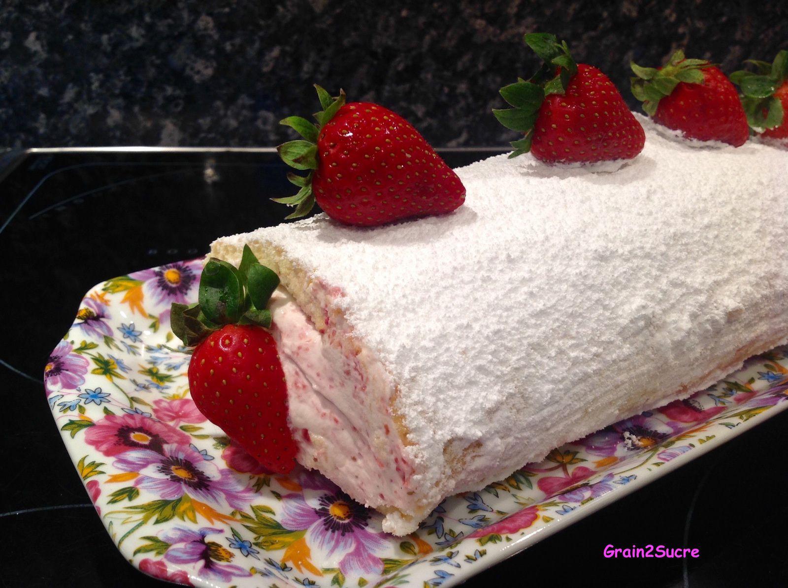 Grain2Sucre. Recette Roulé aux fraises : fraises, sucre en poudre, œufs, farine, crème fleurette, mascarpone...