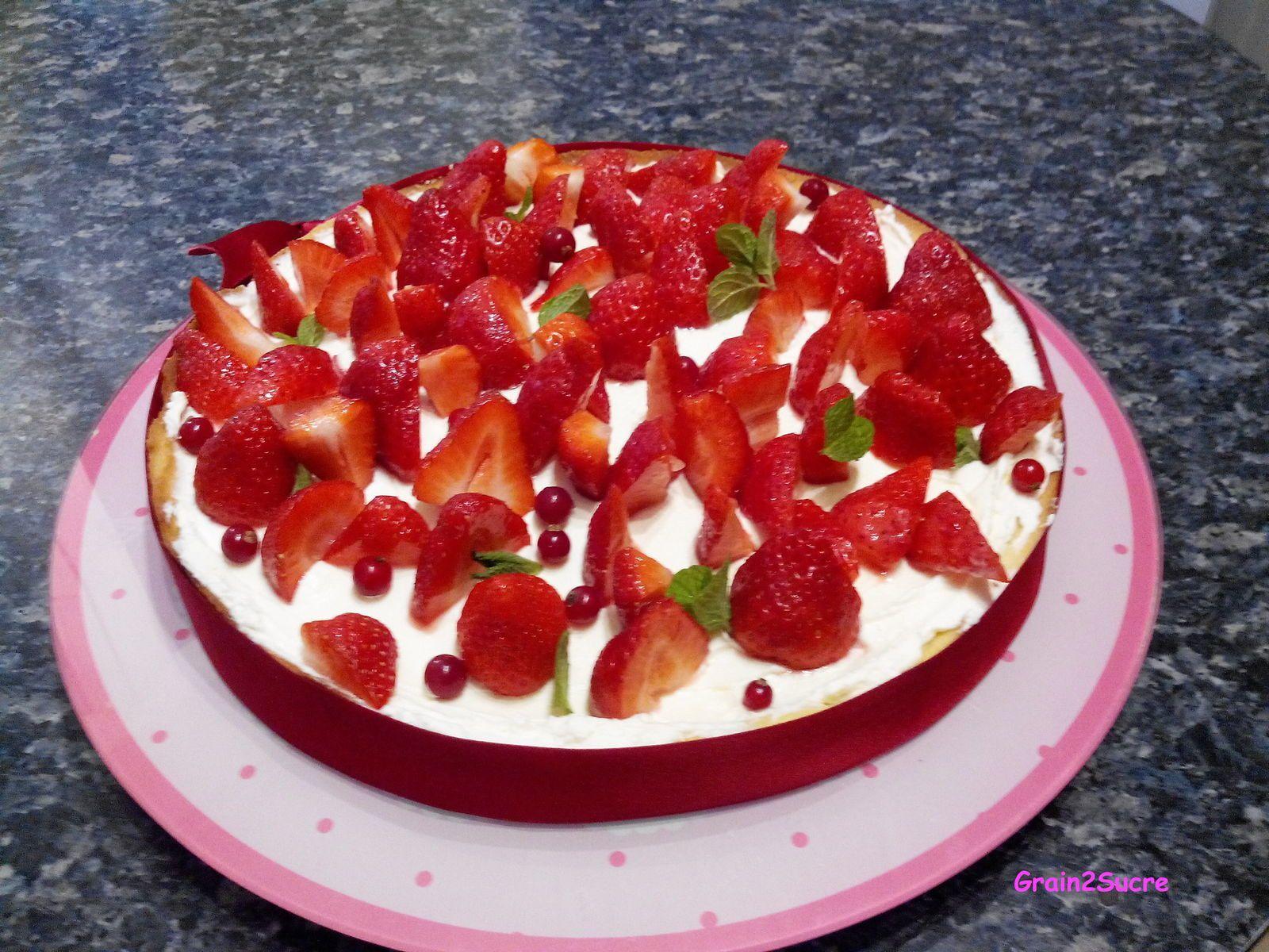 Grain2Sucre. Recette Tarte Mascarpone aux Fraises, pâte sucrée, fraises, groseilles, mascarpone, crème liquide entière, sucre...