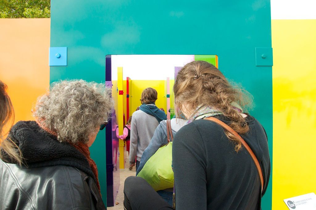 Sam Falls-Tuileries colored sculptures-hors les murs-FIAC. courtesy Balice Hertling et Eva Presenthalter