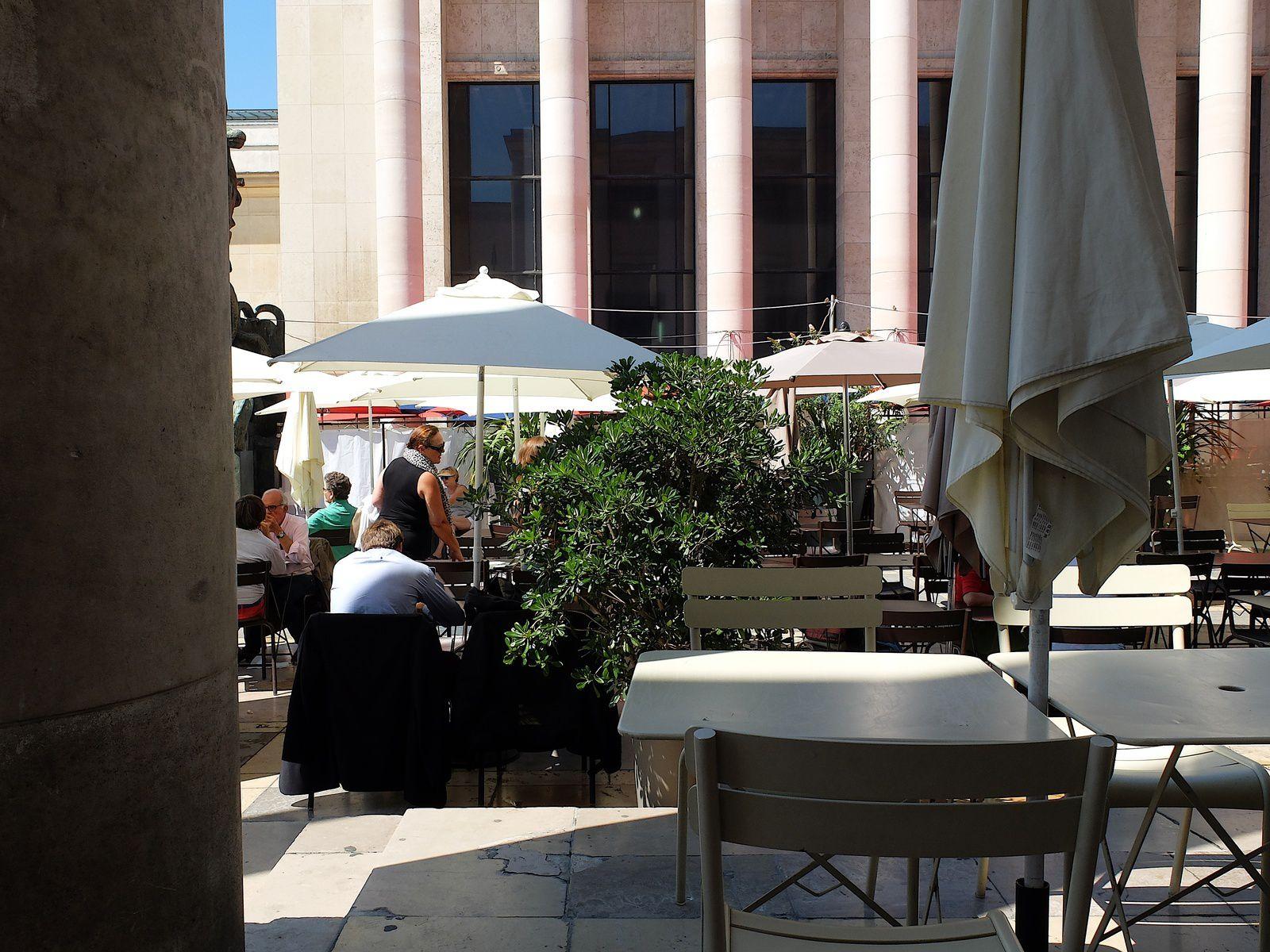 La terrasse du MAM. Le cafe-Paris.