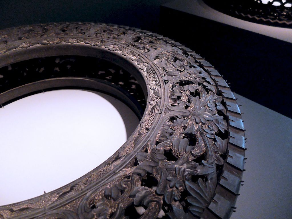 Dunlop geomax 100-©Wim Delvoye-courtesy galerie Perrotin