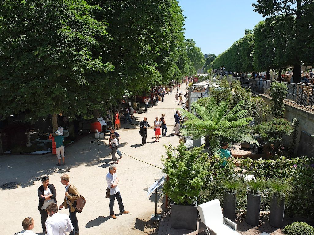 Jardin jardins aux tuileries le banc moussu for Tuileries jardin