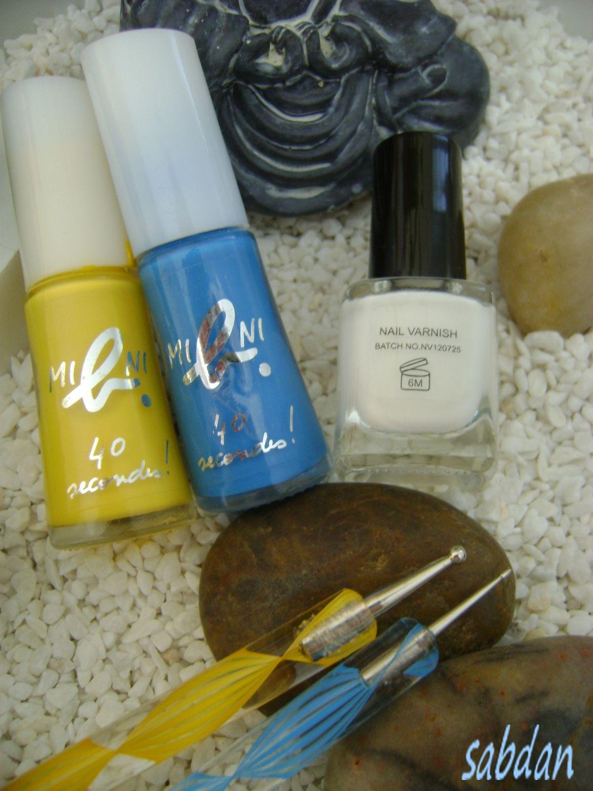 Mini Agnès B Yellow Fluo et Punky Blue et un vernis blanc By Gloss