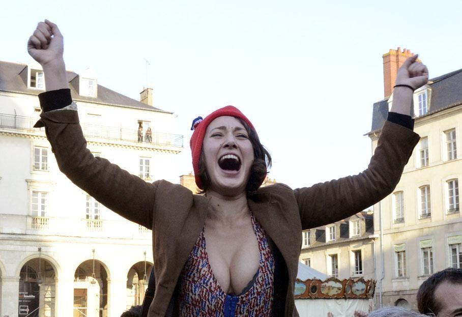 chanteuse qui a trouvé dans le mode phrygien un artifice pour détourner l'attention de sa piètre capacité à chanter juste