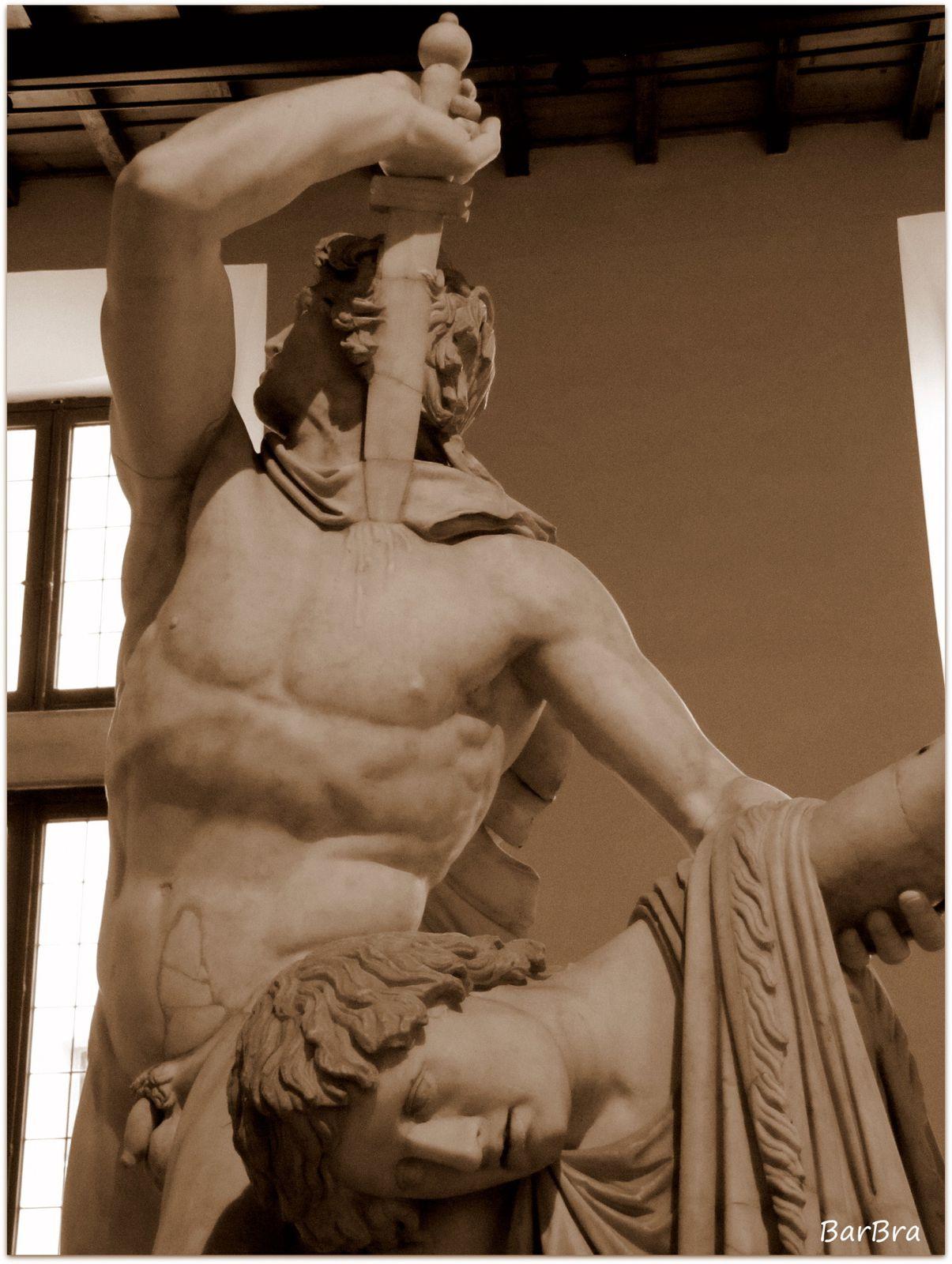 ... il guerriero, nudo come erano soliti combattere i popoli celtici, si immerge la corta spada tra le clavicole per raggiungere il cuore