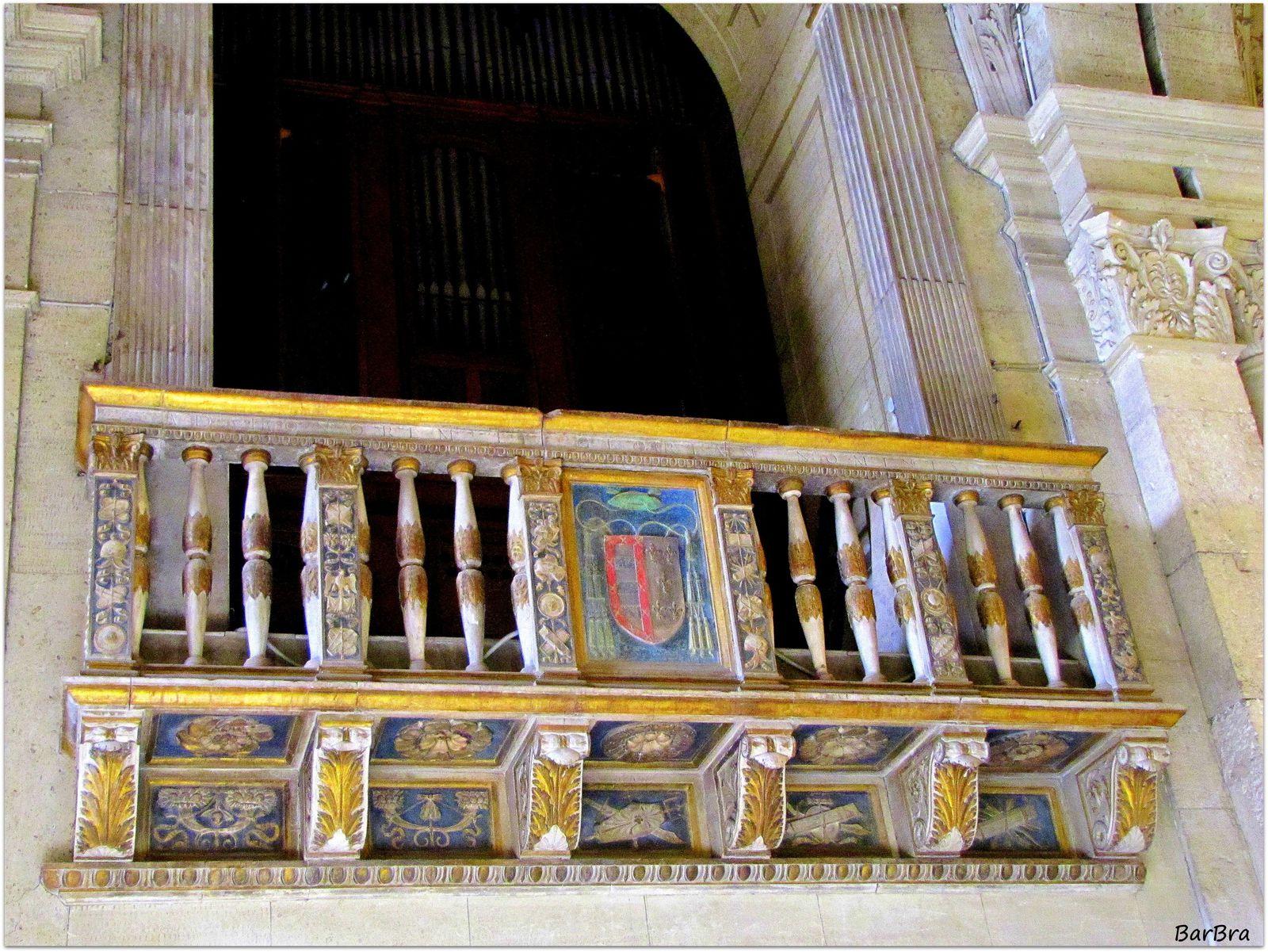 ... qui, nella terza campata a destra dell'altare, si può ammirare la sua bellissima cantoria ... gioiello rinascimentale