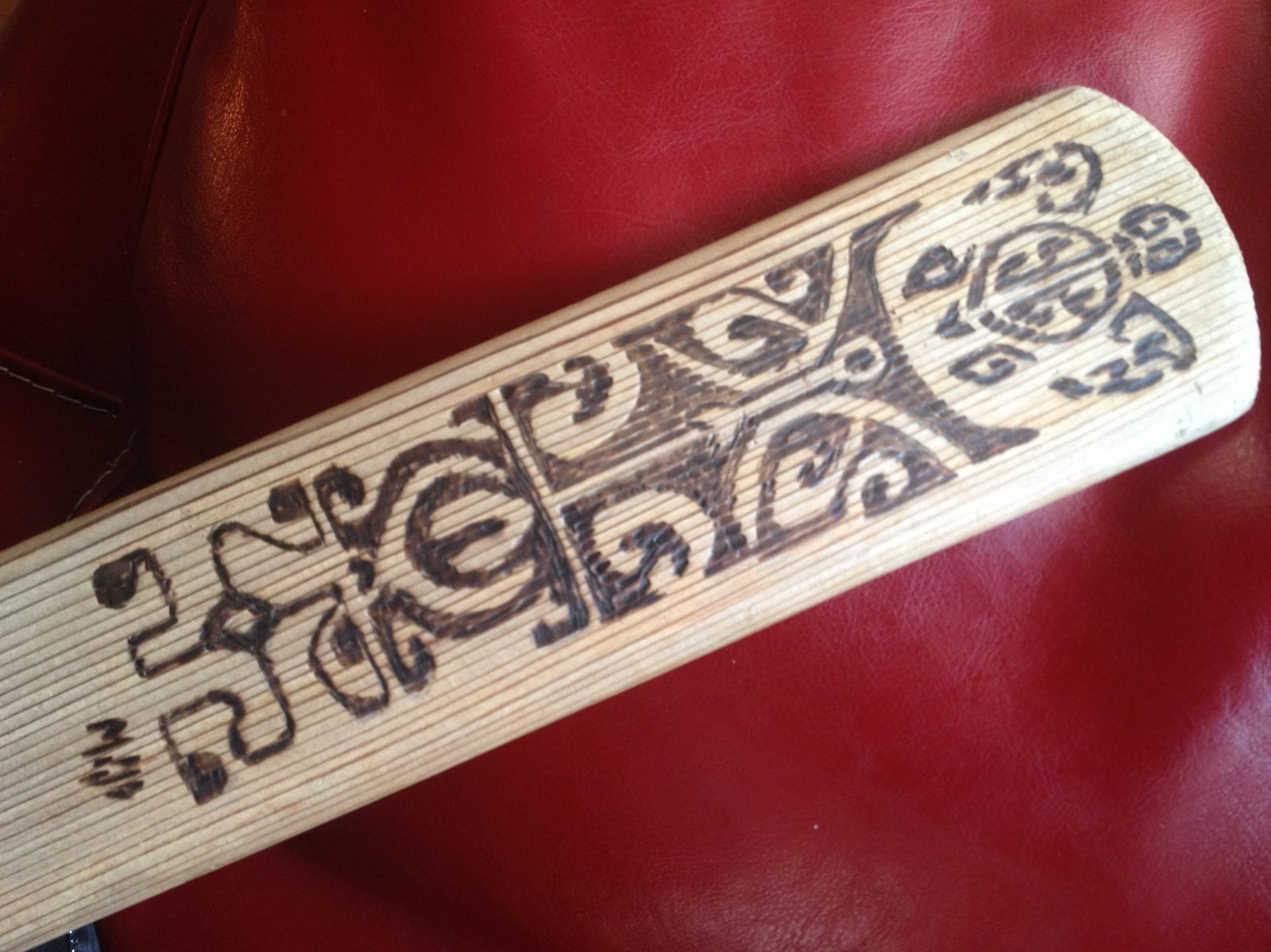 Gravure sur pagaie groenlandaise