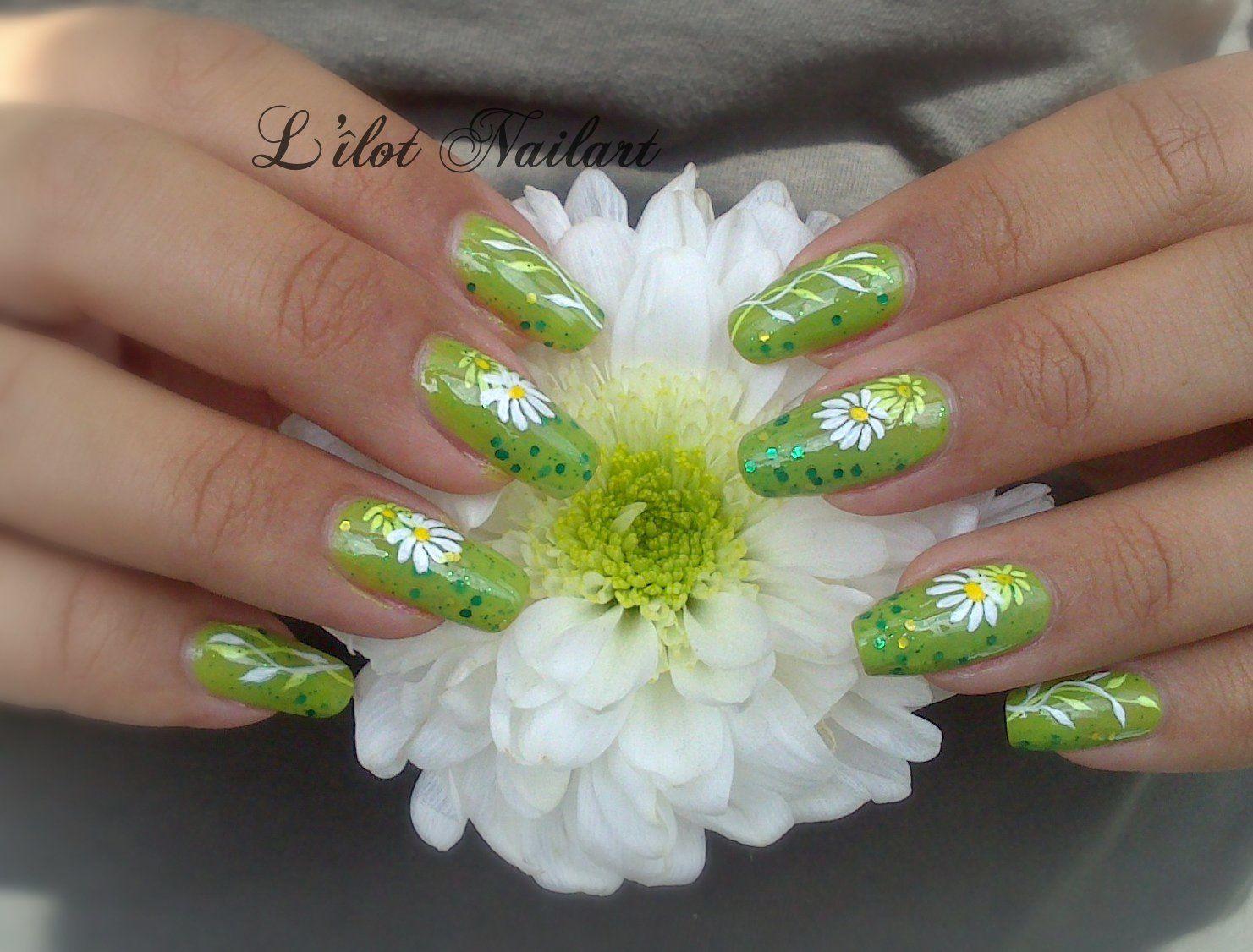 Nail art Marguerite