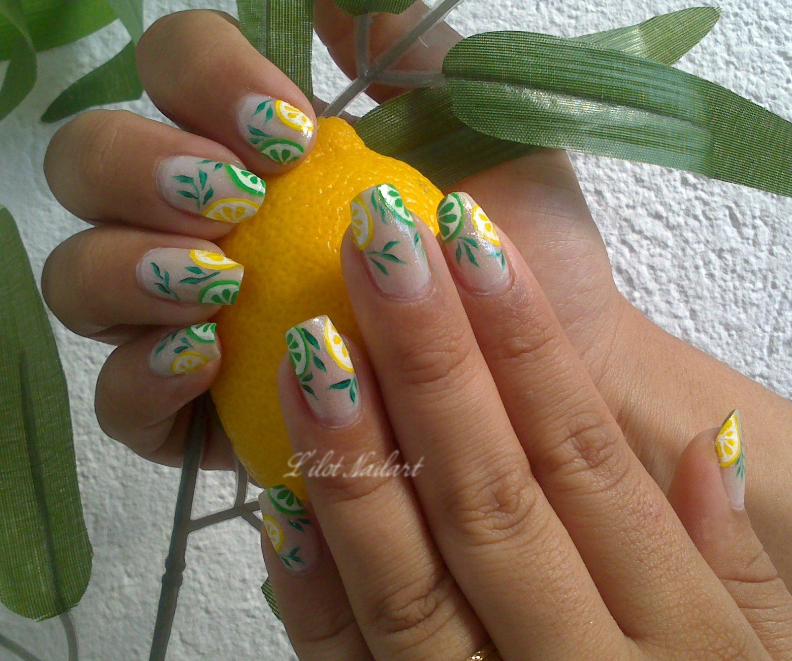 Nail art acidulé