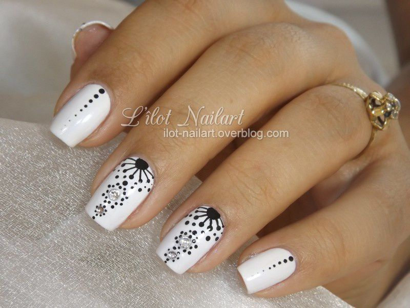 nail art bijoux noir et blanc. Black Bedroom Furniture Sets. Home Design Ideas
