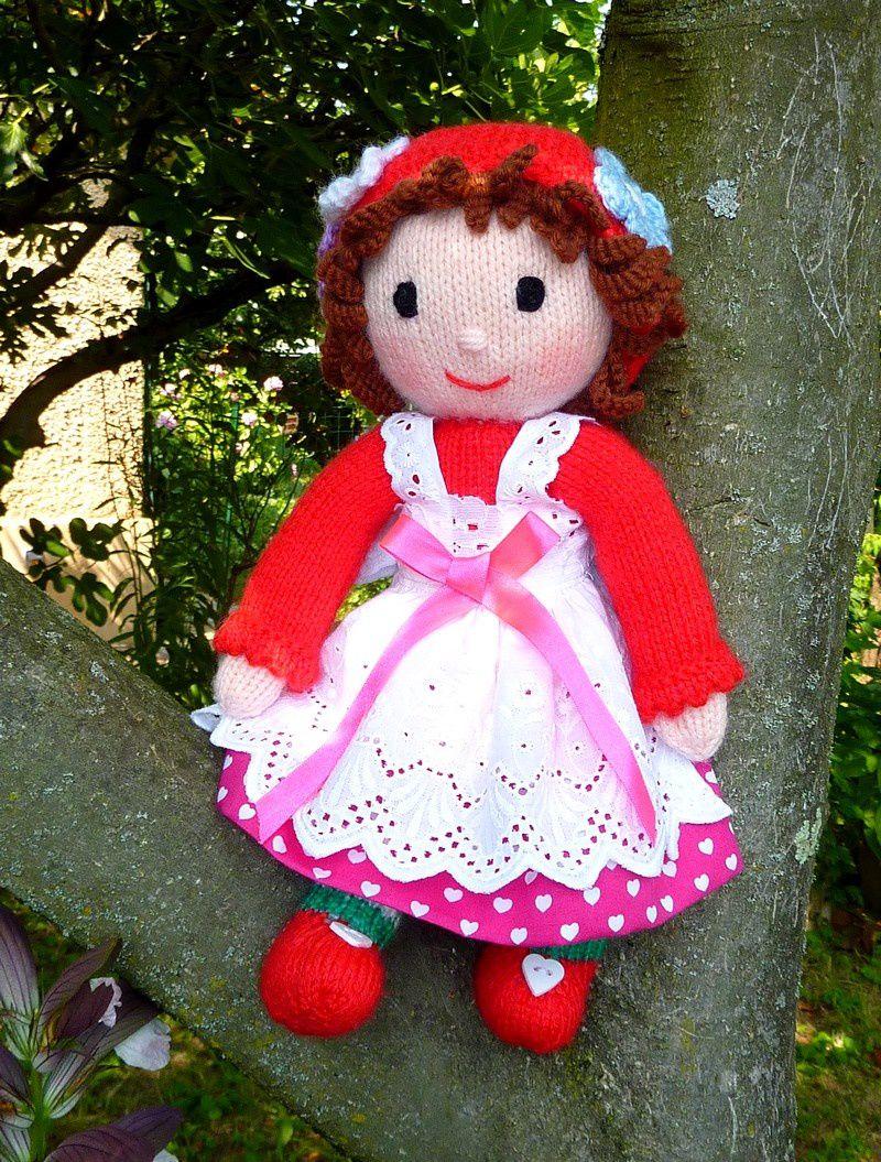 Petite poupée avec sa robe coeurs