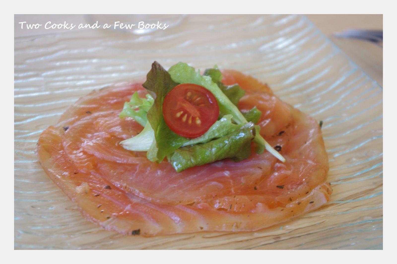 Saumon gravlax à l'aneth et au gingembre, mariné à l'huile d'olive et au citron vert