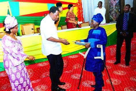  Déjeuner de travail avec les handicapés Boni Yayi coommunie avec les couches les plus vulnérables