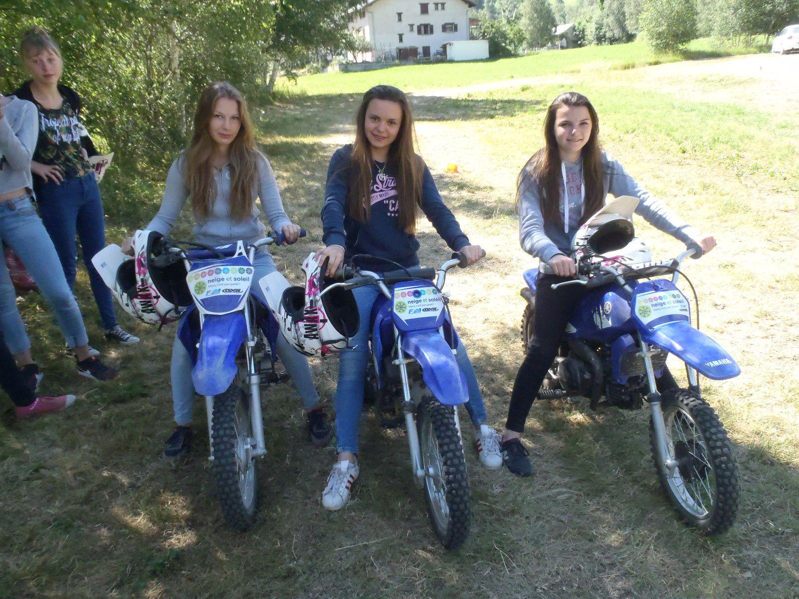 La moto ça déchire avec les filles !