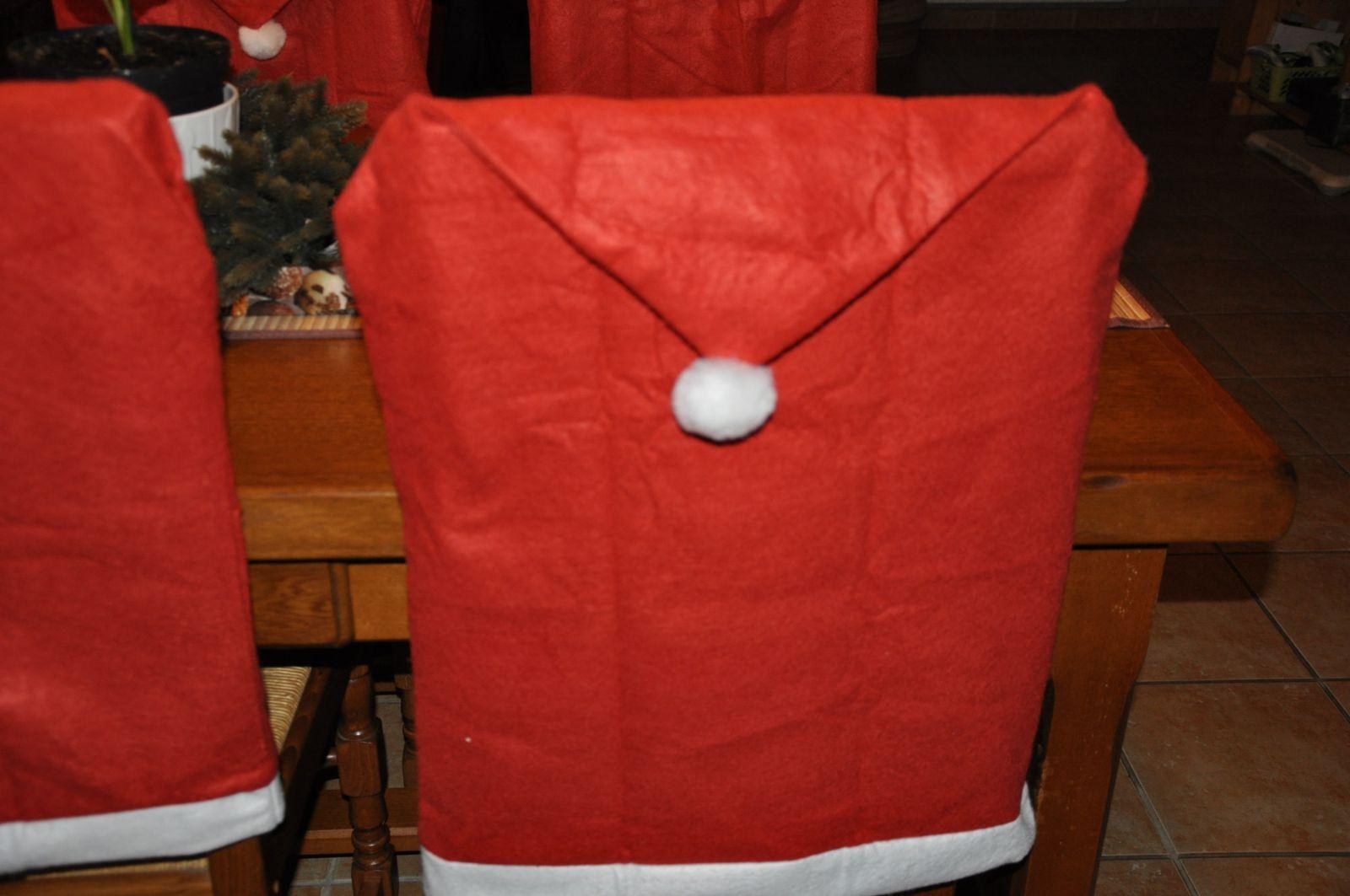 Bientôt Noël, alors voilà une déco sympa pour vos chaises, vous les trouverez à la Casa, effet de Noël non ??