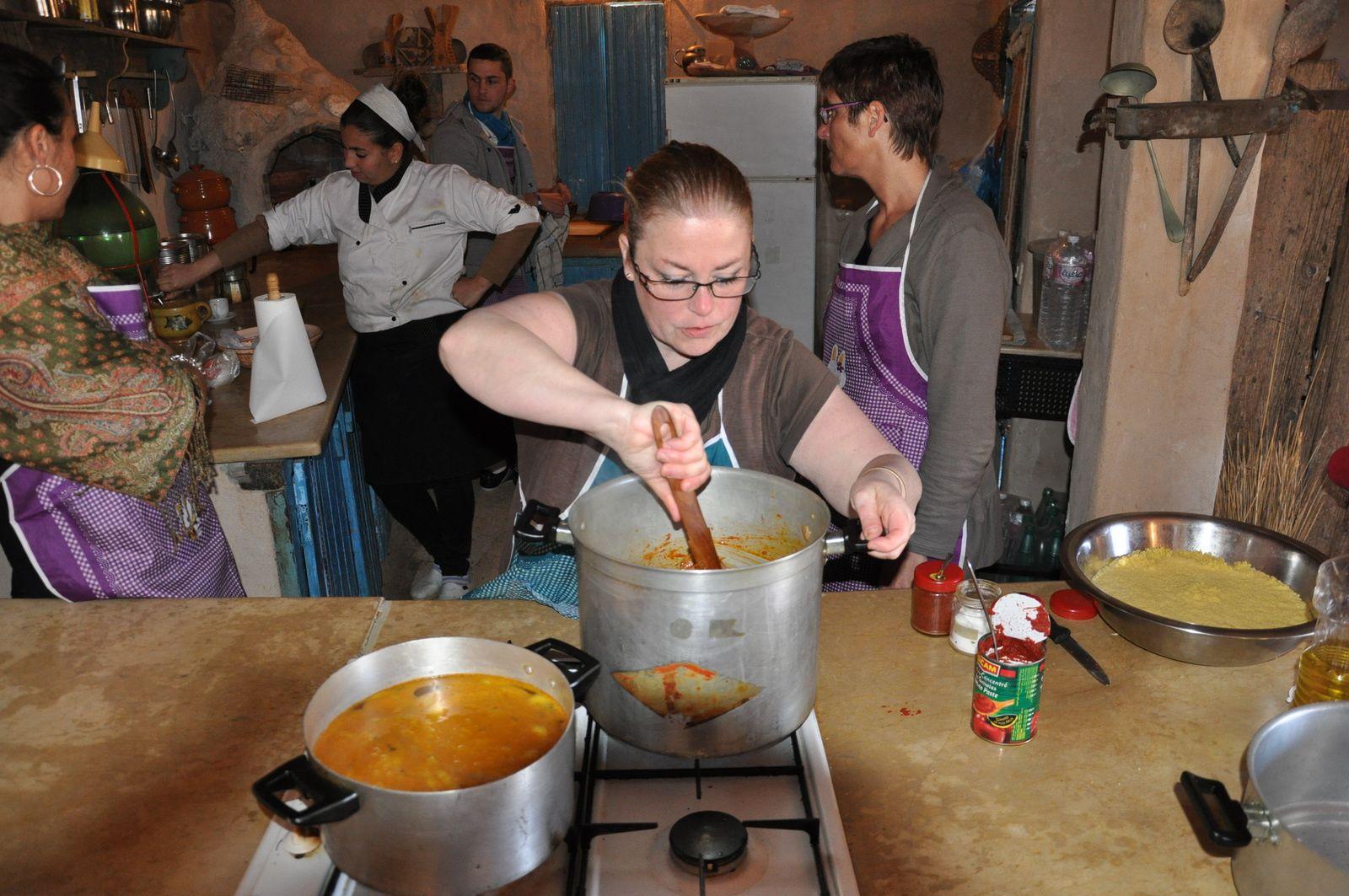 Couscous réalisé à Djerba avec une chef