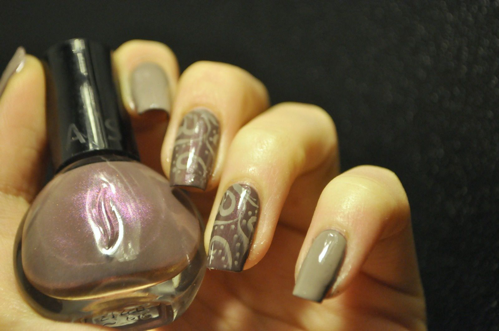 Du stamping et du beige ou comment faire un nail art rapidment