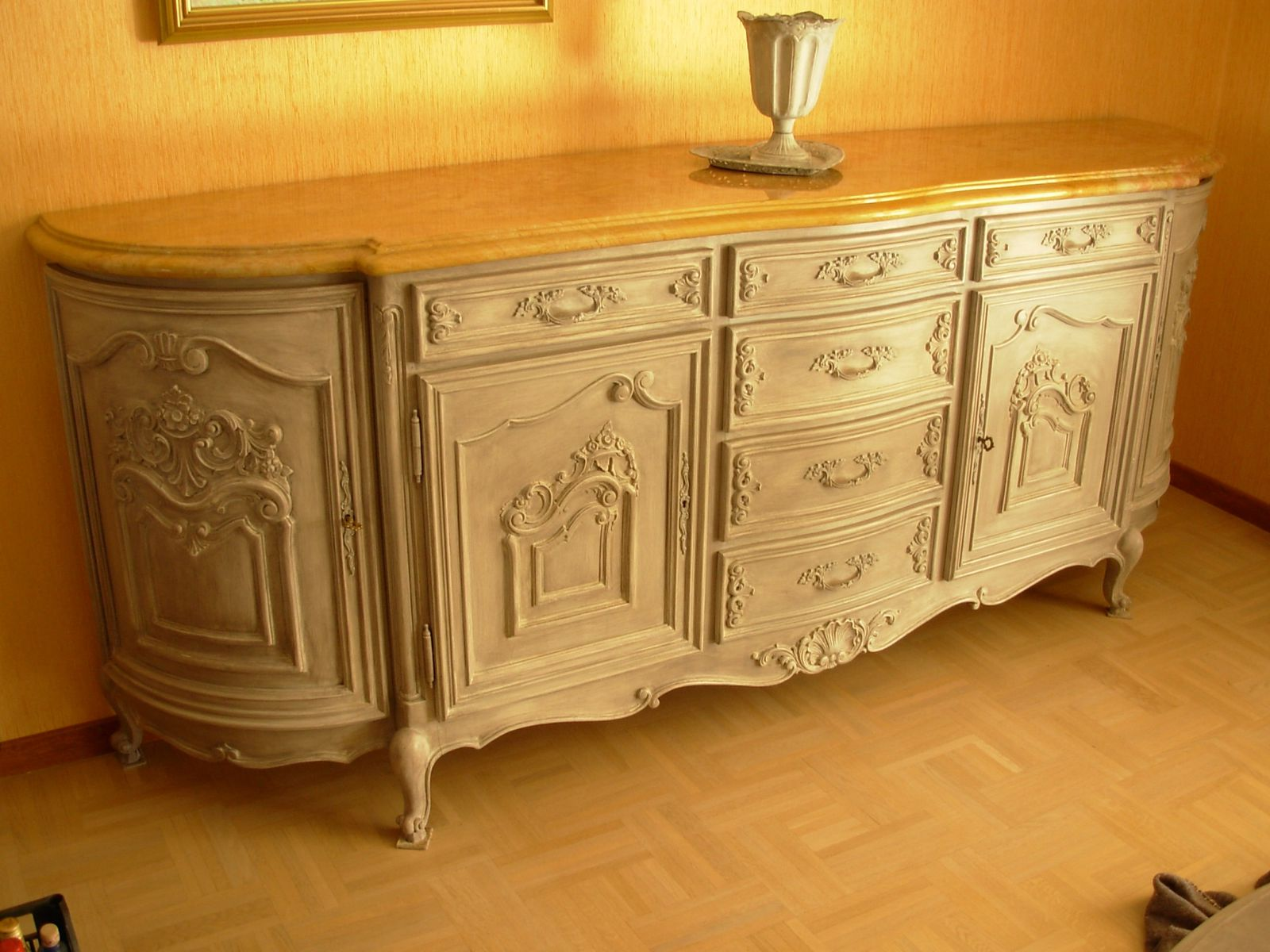Buffet louis xv moderne merisier peint patin gris for Meuble louis xv