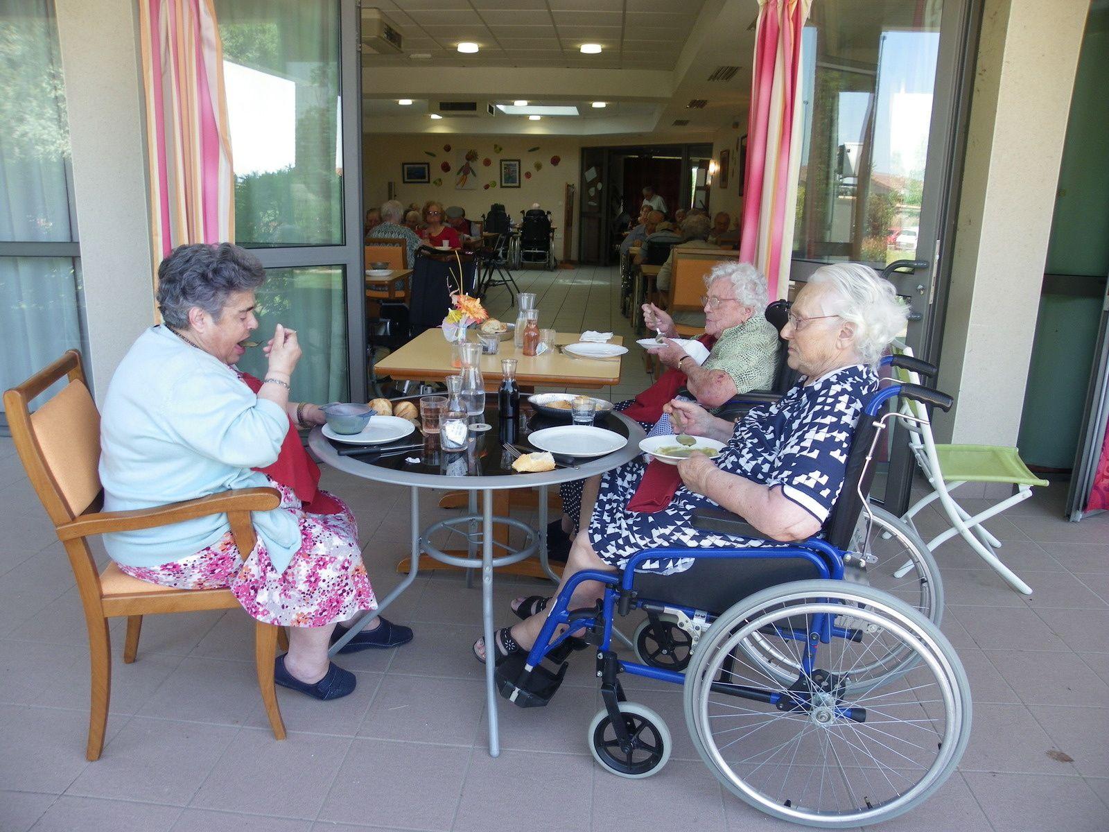 Déjeuner en terrasse!