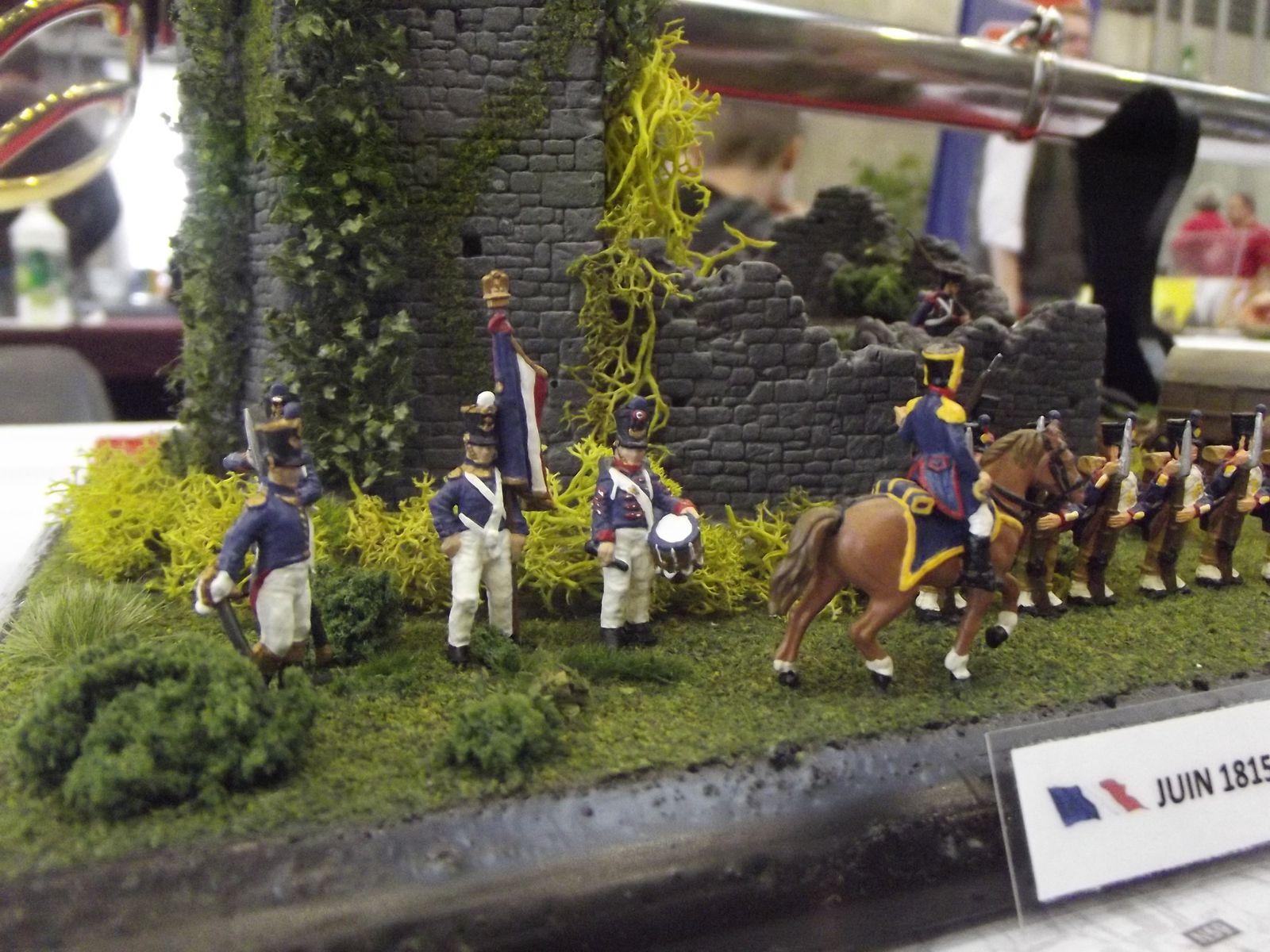 Les ruines de jeumont ,j'ai ajouter de l'infanterie de ligne ...........Tambour,officier,porte drapeau (Italeri)............