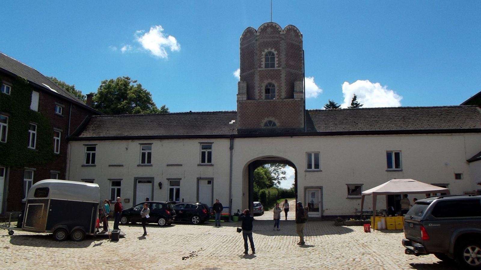 Ferme de la Papelotte , en plus le proprio  super sympa nous avons pu entrer et prendre qq photos.La tour n'existait pas en 1815 !!