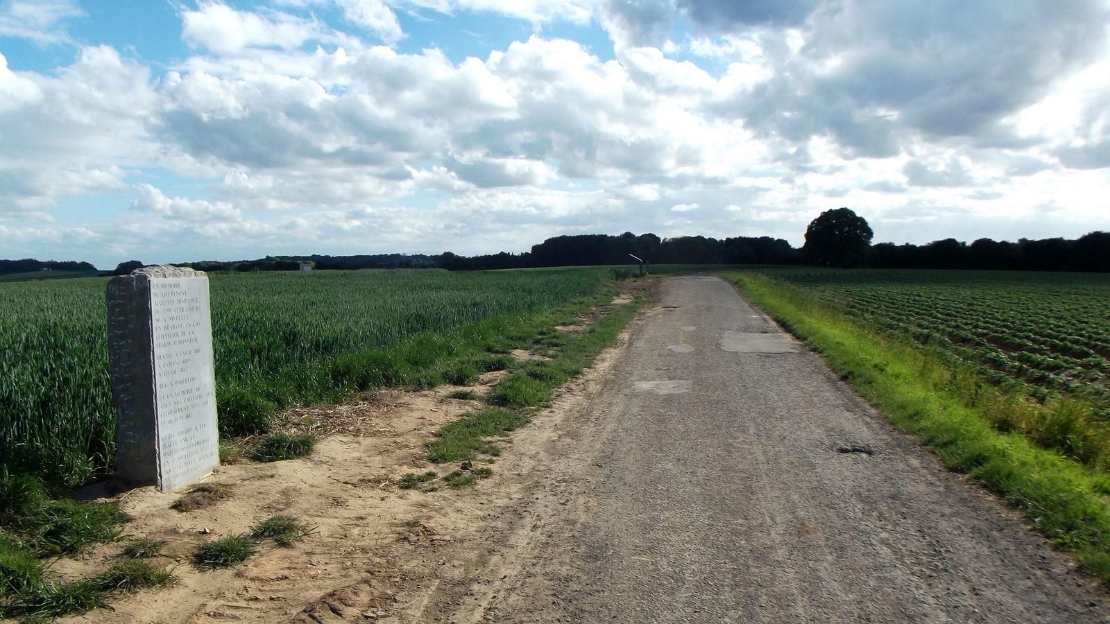 Dernière vue sur la position de l'aile droite Britannique , la stèle est en lémoire du Lieutenant DEMULDER du 5éme cuirassiers né tout près d'ici à Nivelles ...