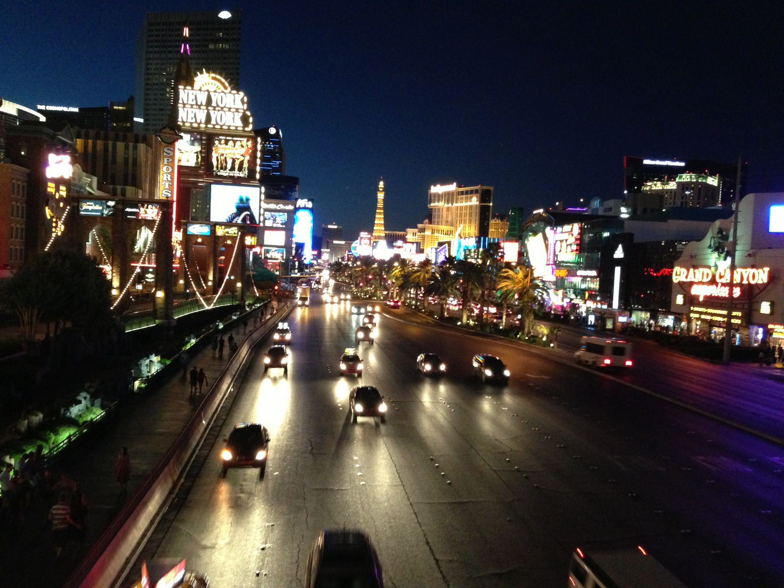 Le Strip by Night
