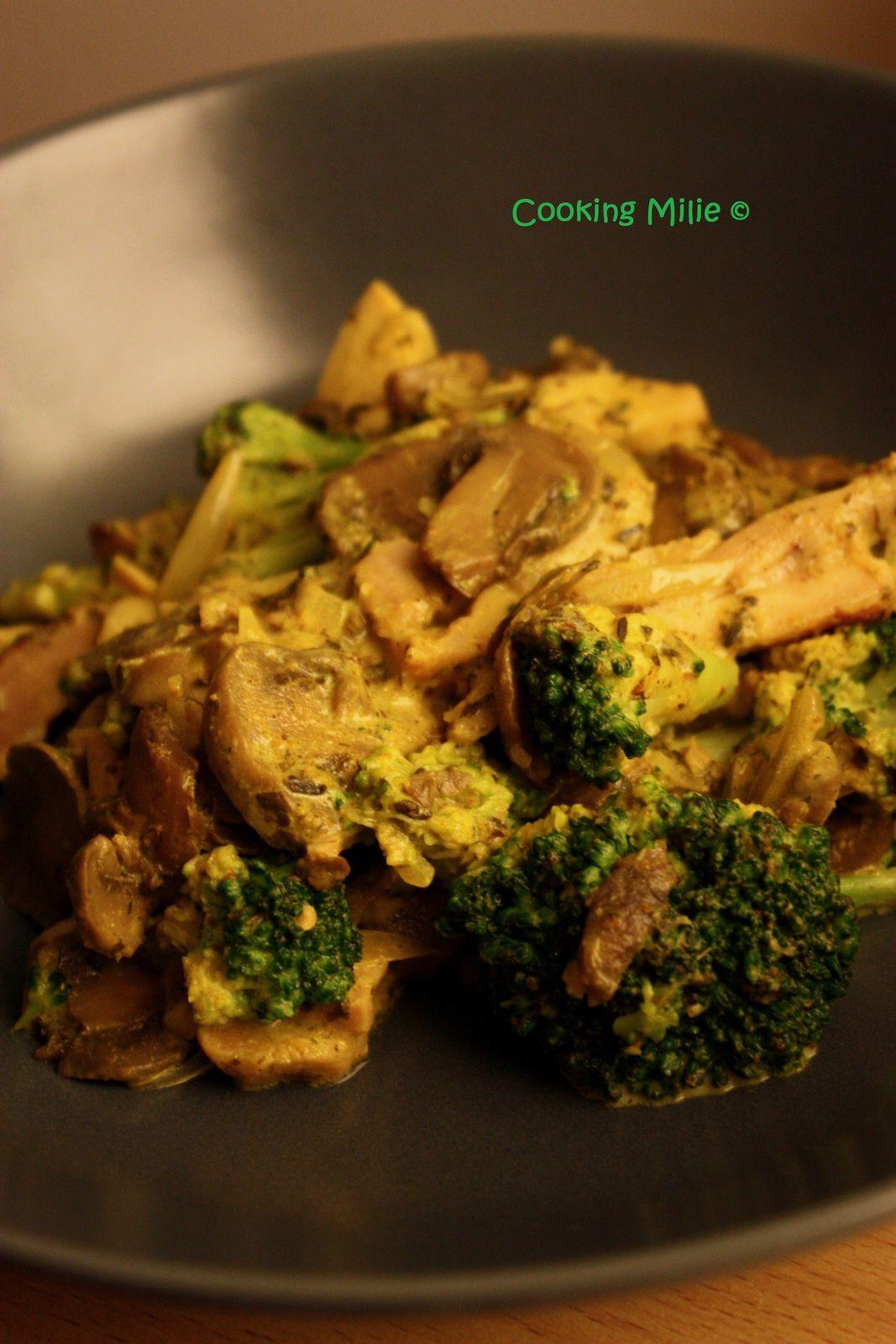 Poêlée de champignons, brocolis et poulet au curry