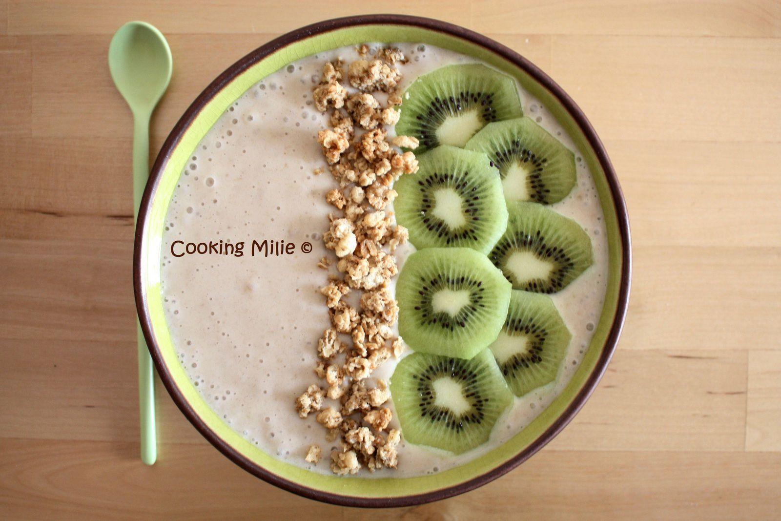 Smoothie bowl bananes et lait de coco