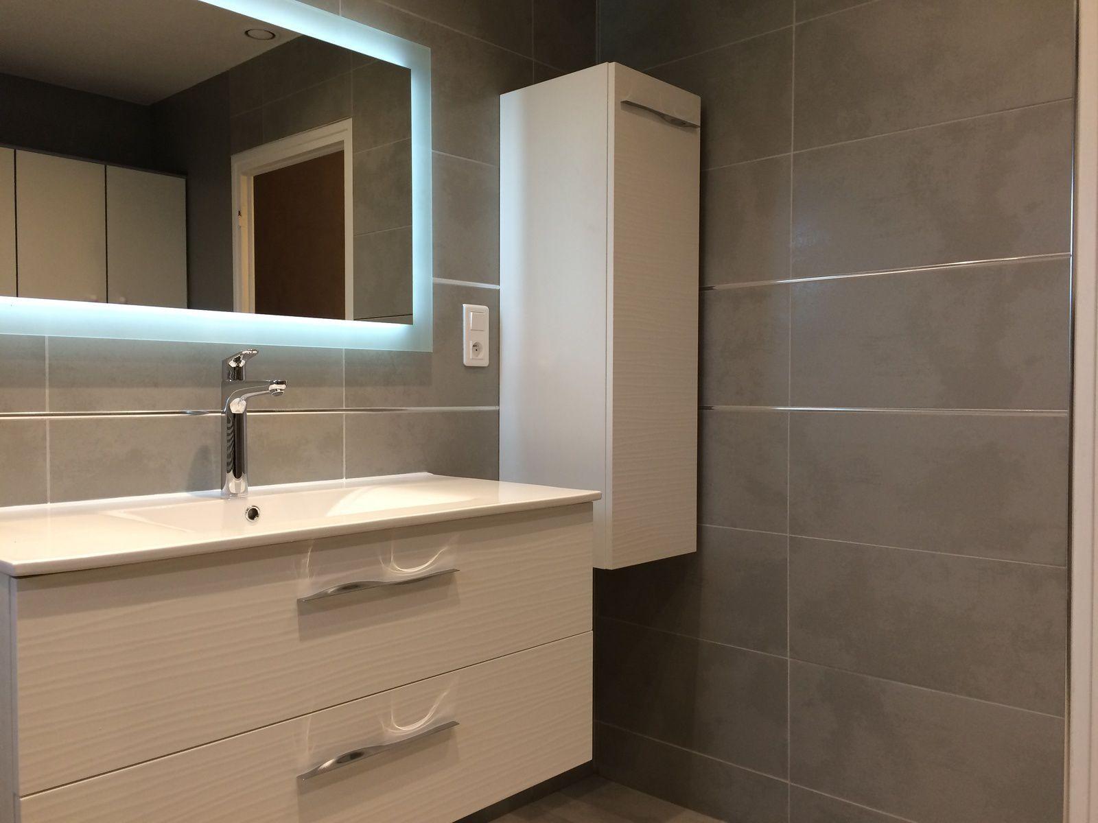 salle de bain avec bac à douche extra plat aquabella 150x100 (chatte