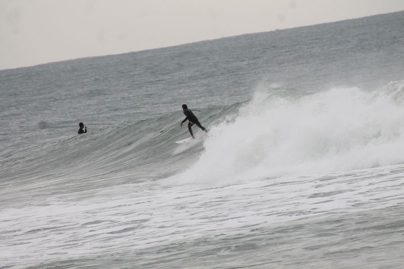 sur la plage campeche les surfeurs