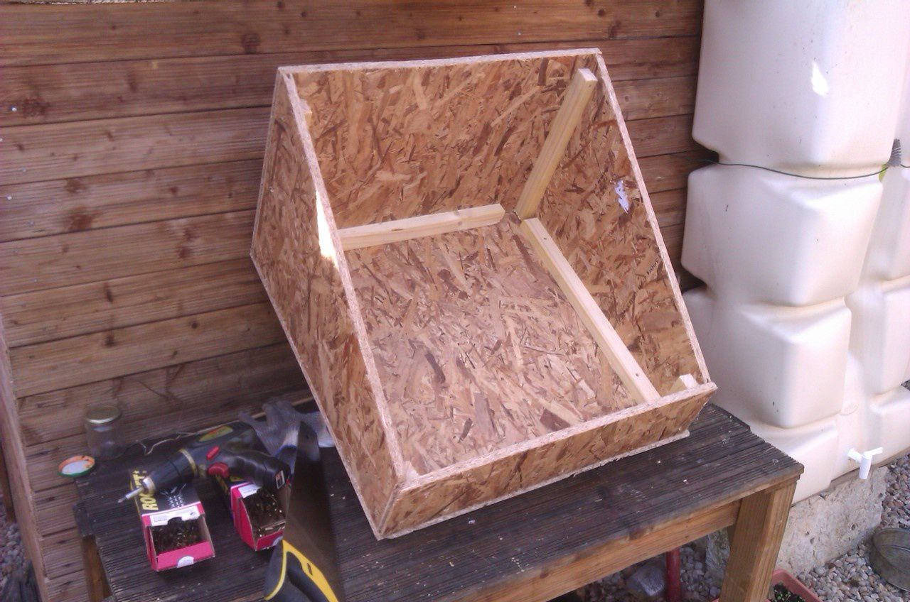 La caisse du four solaire assemblée