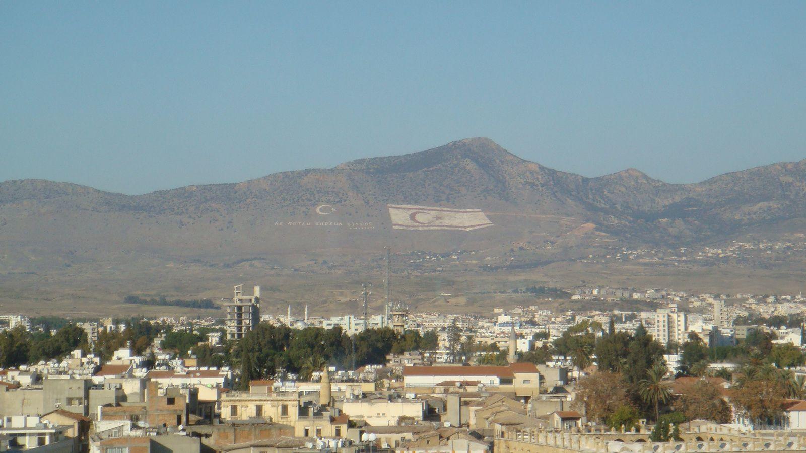 Vue sur la zone nord de Nicosie, depuis le côté chypriote grec (2011).
