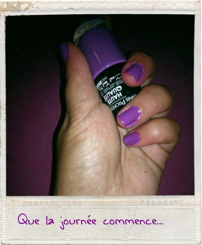 J'ai choisi un violet, j'aime le violet comme tu pourras le voir ! C'est un vernis sans marque trouvé chez Mac Dan pour 1,49€ le flacon