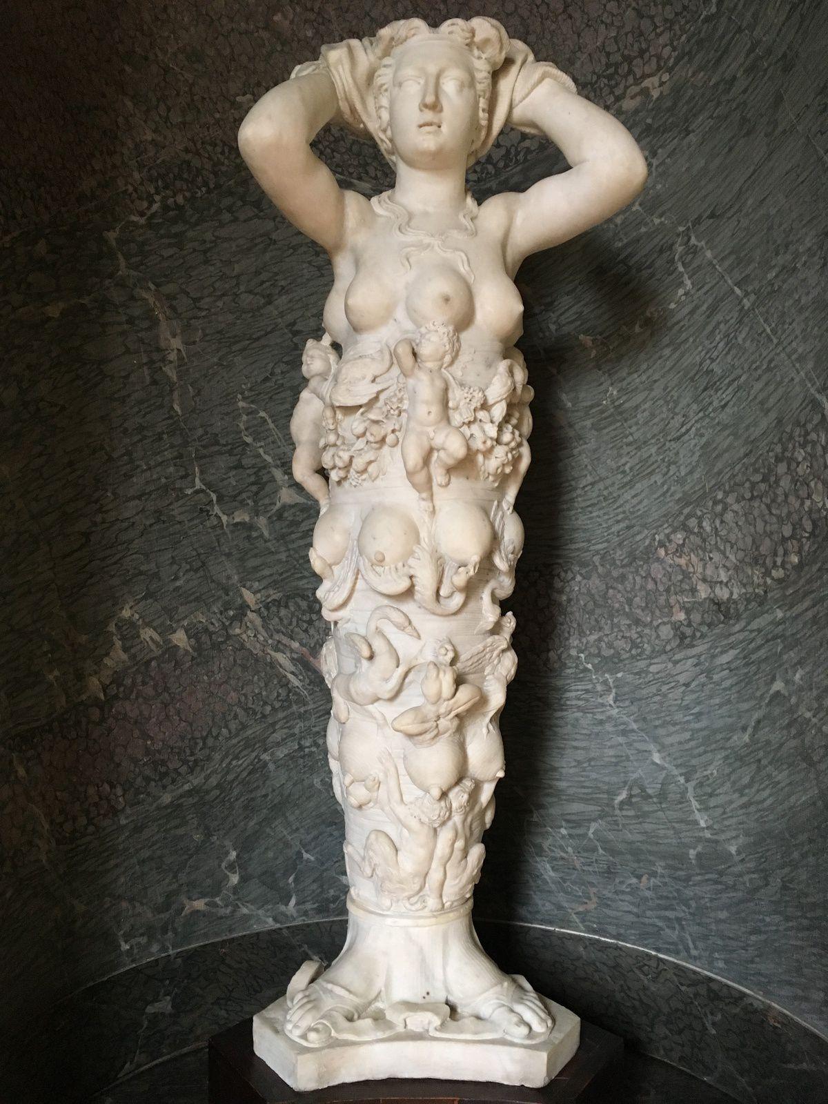 Une sculpture hymne à la vie et à la maternité