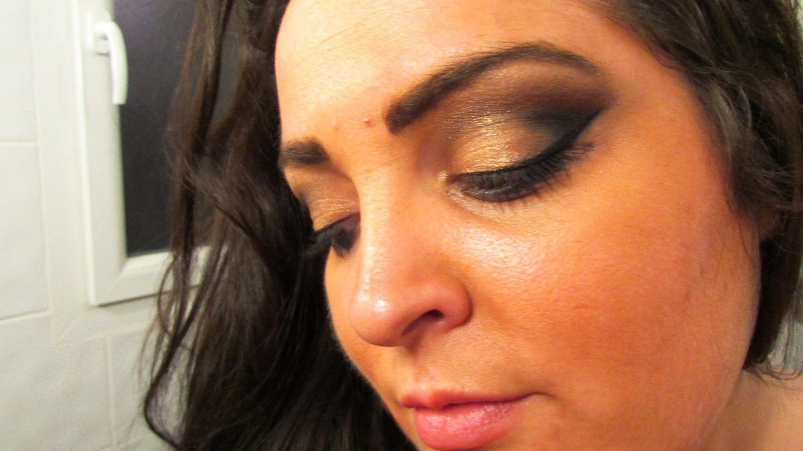 Cut crease gold and black