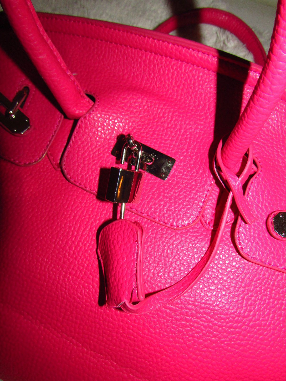 TAG :What's in my Bag &amp&#x3B; Mon nouveau sac Rose Bonbon