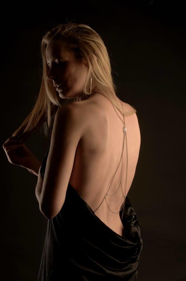Sixtyes habille divinement ma petite robe noire A3 by Aurore Ilone