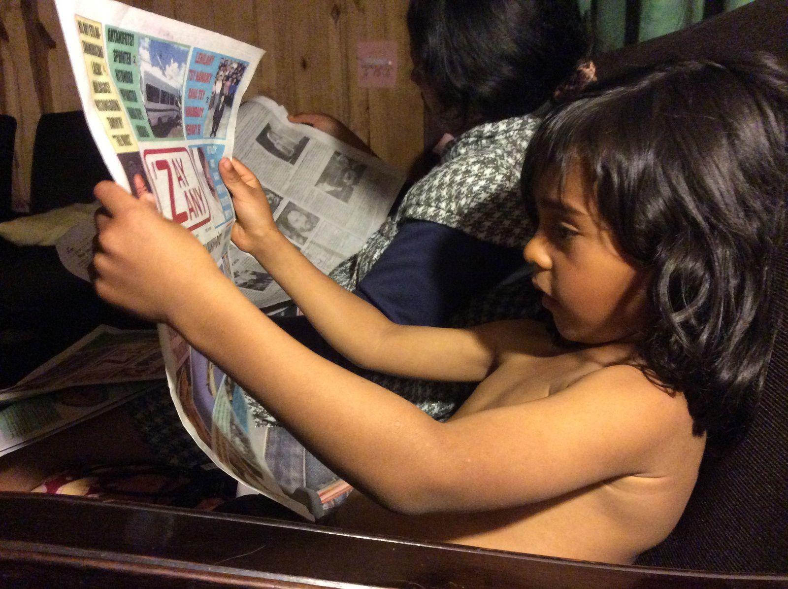 6 ans et demi et déjà assidu à la lecture comme son père.
