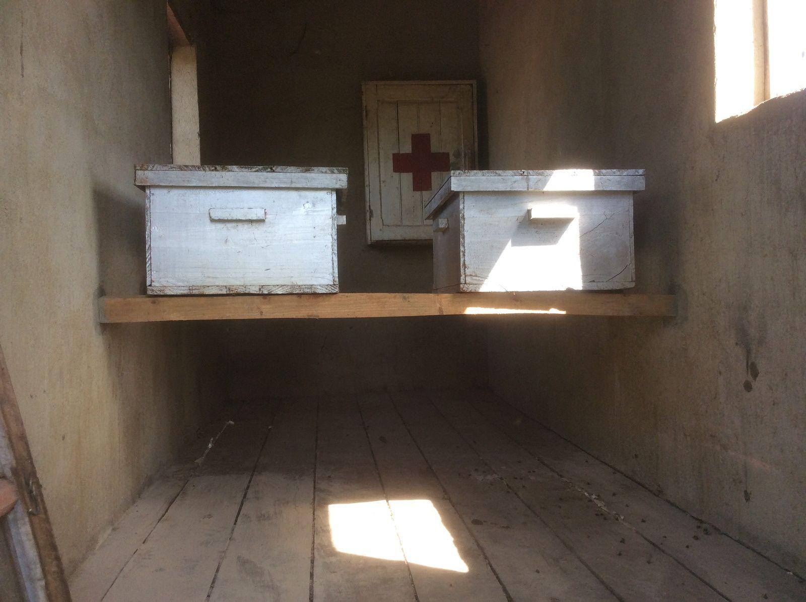 bon, pour deux ruches ça va  ! !  mais pour 60 on va devoir construire une belle bâtisse, un beau Rucher couvert.