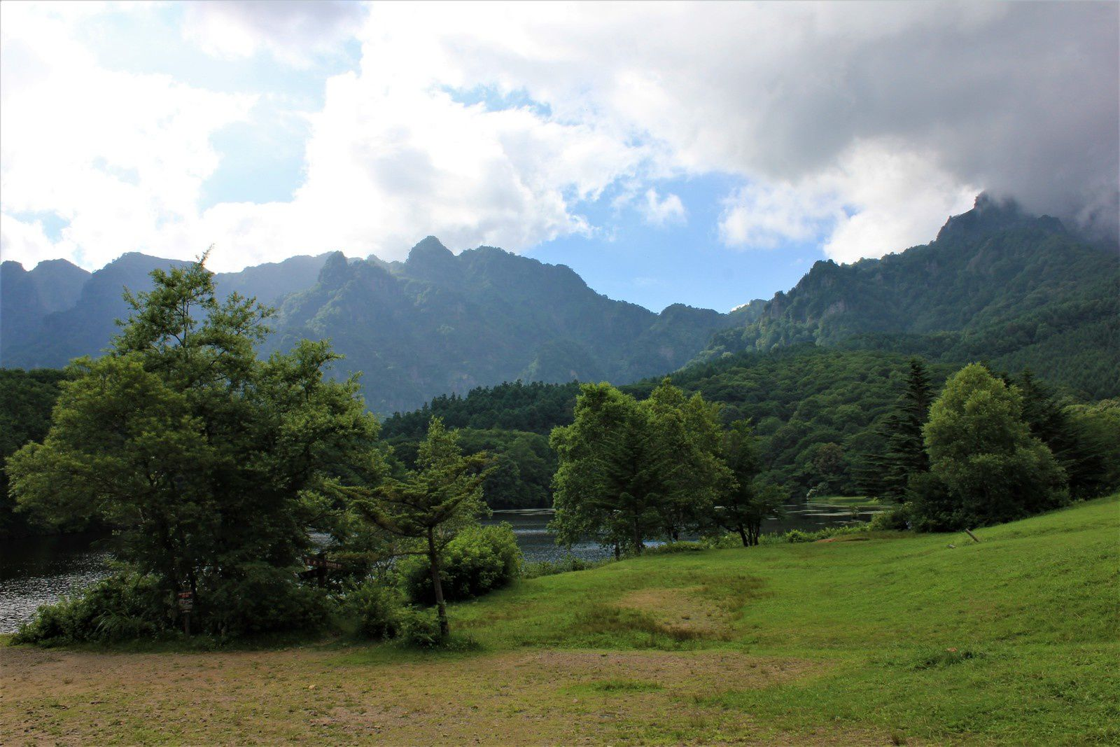 Le petit lac 'miroir': Kagami-ike à Togakushi