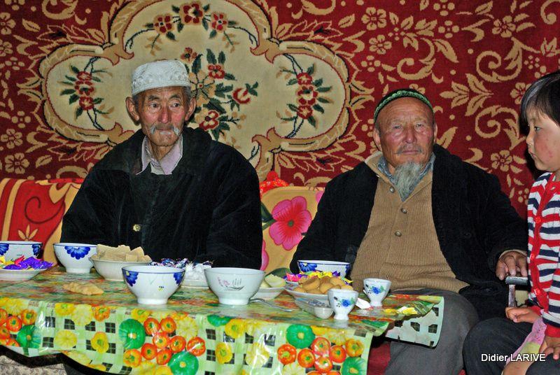 Yourte Kazakhs, et dernière photo : yourte mongole